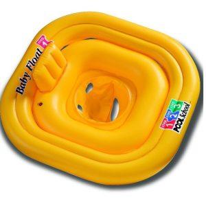 Zo wordt het voor baby gemakkelijk om aan het vele water in het grote zwembad te wennen. Zwemmen wordt namelijk leuker, comfortabeler én veiliger! De zwemband heeft een zitje en een extra stabiele vierkante vorm. 4 Luchtkamers met terugslagventiel zorgen voor veiligheid.